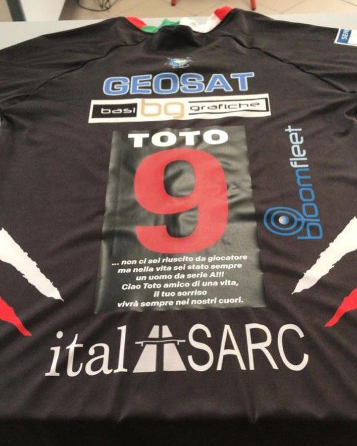 Giornata triste per noi: oggi l'ultimo saluto a Totino